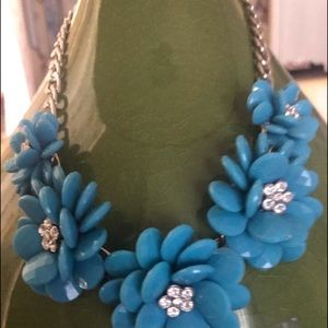 Jewelry - Turquoise flowered Statement necklace.